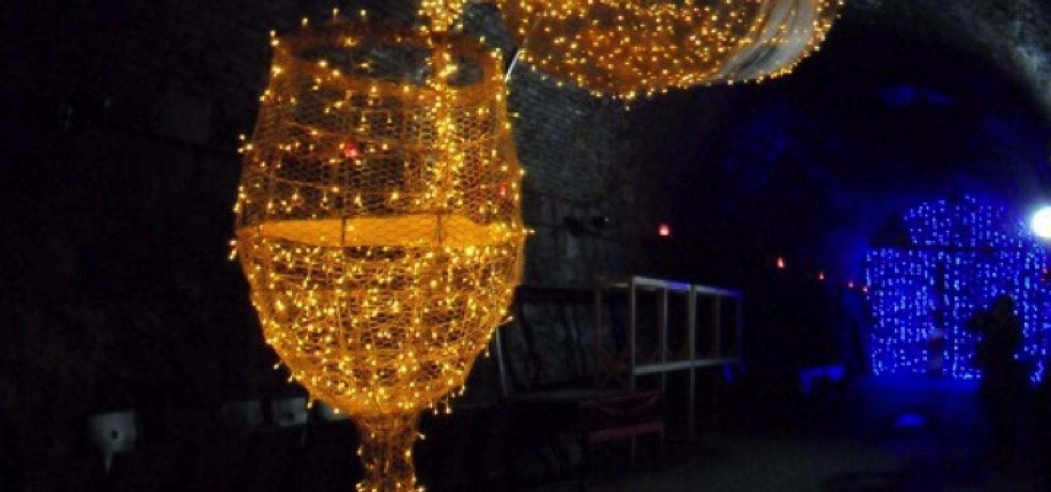 [Feb./Travel] Tunnel of Love: Savor the Persimmon Wine Tunne...